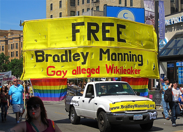 "Chicago ""Free Bradley Manning"" Contingent (photo: ChicagoGeek)"